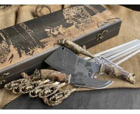 Шампура Кабан в расписном кейсе из бука.Шампура +нож+вилка +секач