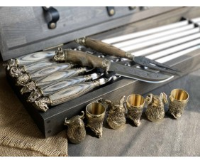 Шампура с деревяннми ручками  в  кейсе из бука.Шампура +нож+вилка +чарки