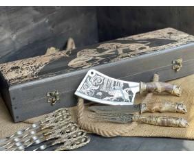 Шампура Лев в расписном кейсе из бука.Шампура +нож+вилка +секач