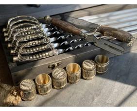 Шампура с  Шпаги  в  кейсе из бука.Шампура +нож+вилка +чарки