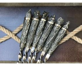 """Комплект шампуров """"Дикие звери мельхиор """" в кейсе из натурального дерева"""