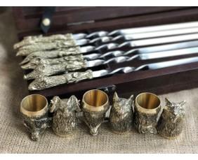 """Комплект шампуров """"Охотничий трофей """" с рюмками в кейсе из натурального дерева"""